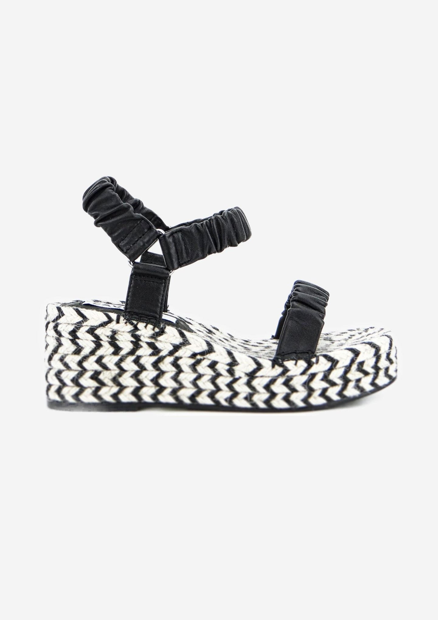Mackenzie Wedge Black/White